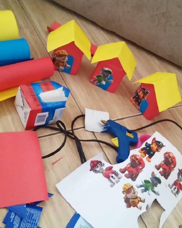 Separe caixinhas de leite e monte a decoração para festa e aniversário patrulha canina