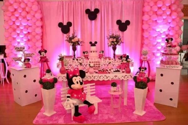Pink Minnie party with white furniture