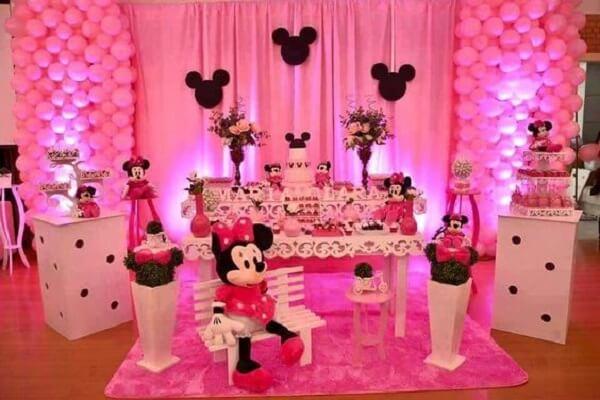 Festa da Minnie rosa com móveis em branco