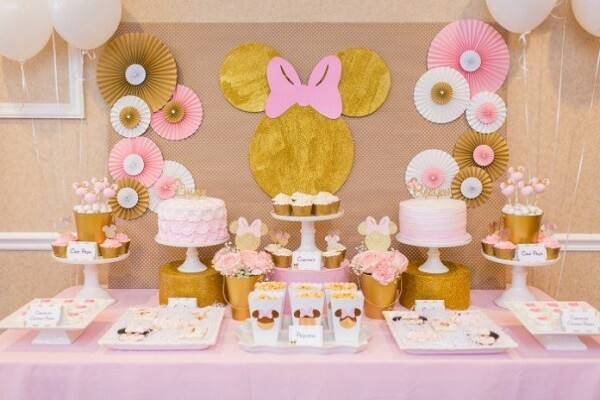 Pink and gold decoration enchants the guests