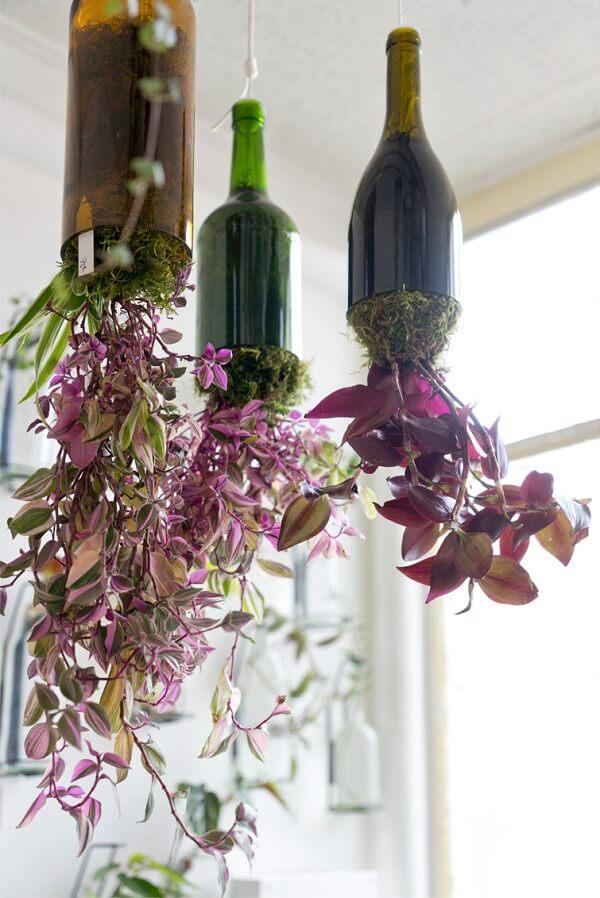 Crie vasos suspensos com a técnica de artesanato com garrafa de vidro cortada