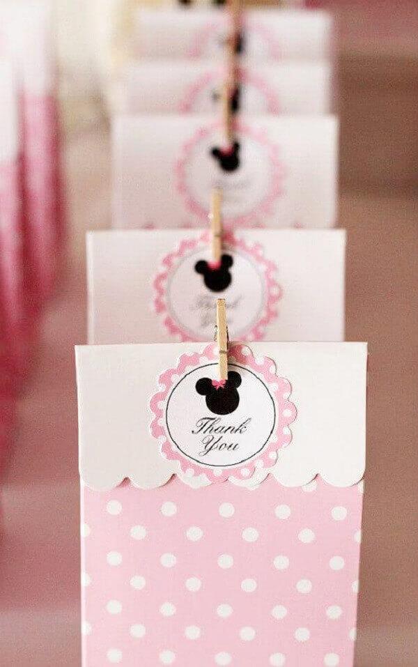 Sacolinhas de papel para lembrancinhas com o tema de festa da Minnie rosa
