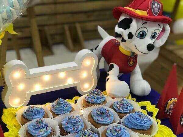 Luminárias encantam a decoração de festa da patrulha canina