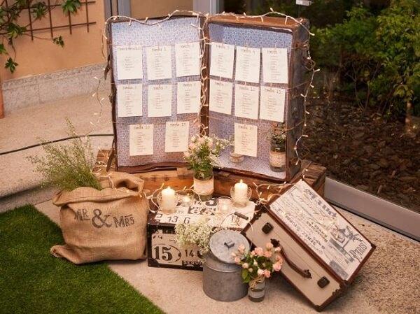 Malas antigas compõem a decoração vintage casamento
