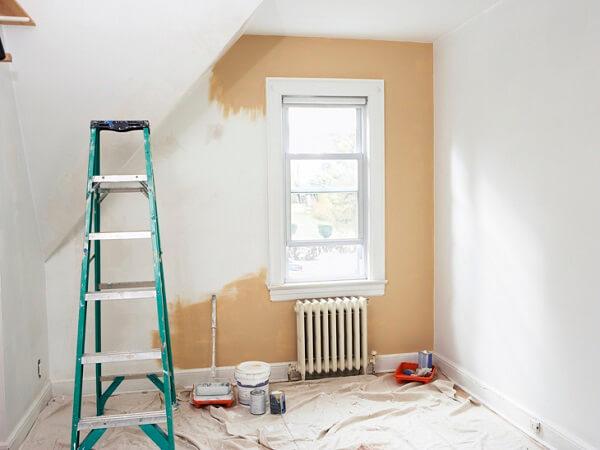 Massa corrida aplicada em parede de casa