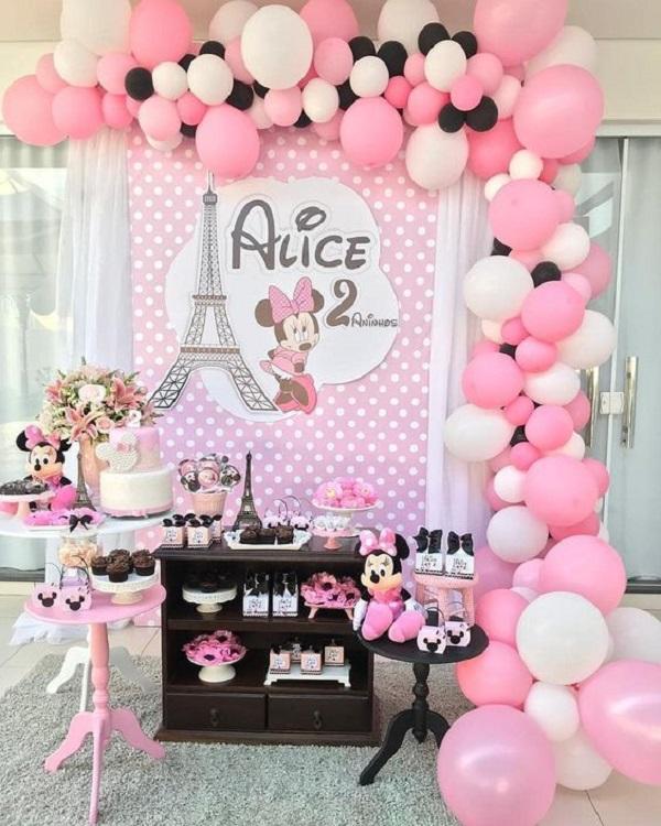 Decoração para festa intimista com o tema da Minnie