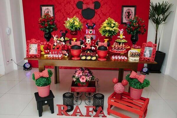 Decorative table with wooden furniture for minnie's party