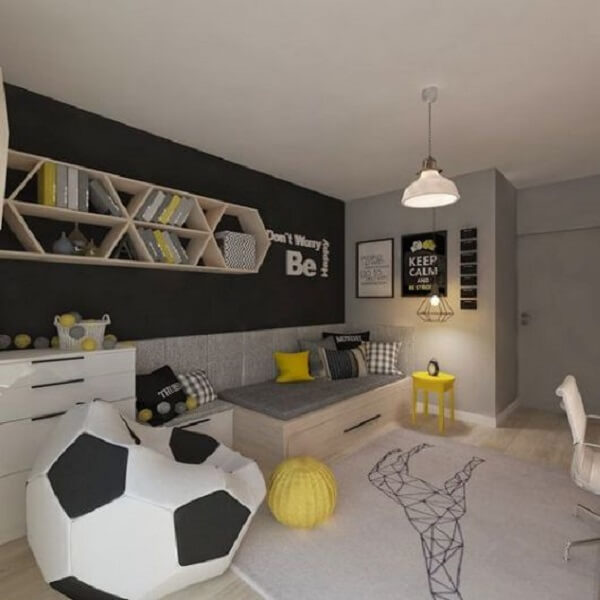O puff grande para quarto infantil tem formato de bola de futebol