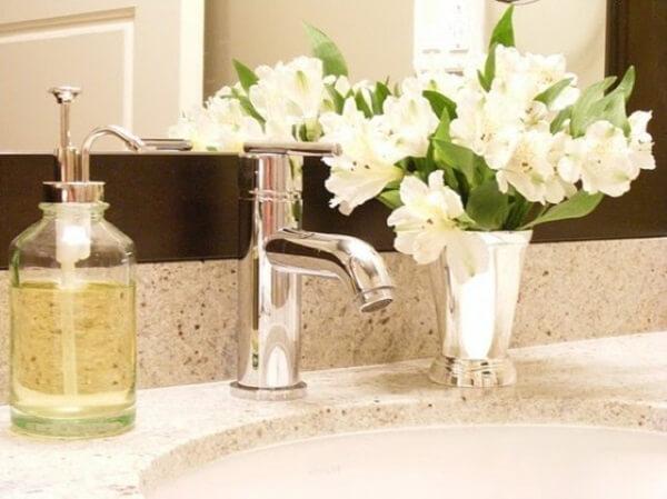Plantas para banheiro flores na pia