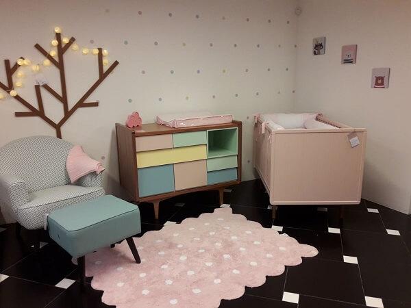 Poltrona com puff para quarto de bebê