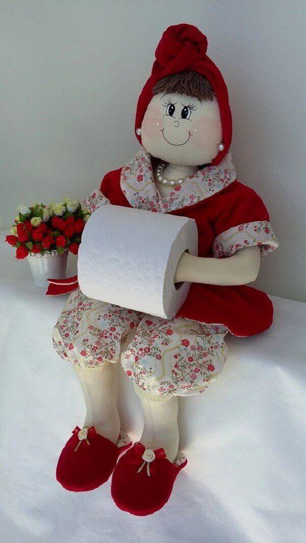 Porta papel higiênico utilizado como enfeites para banheiro pequeno
