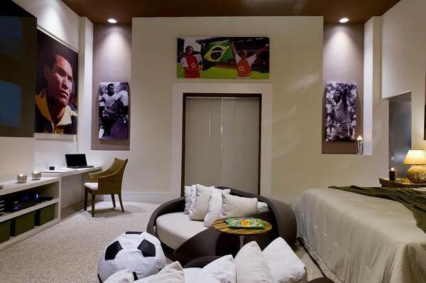 Puff redondo para quarto com design de bola de futebol