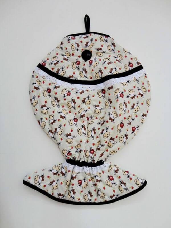 Puxa saco de tecido em formato de peixe com estampa de vaquinha