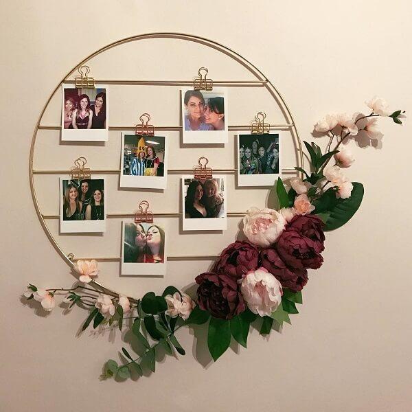 Que tal incluir na decoração um lindo quadro de fotos feito de metal?