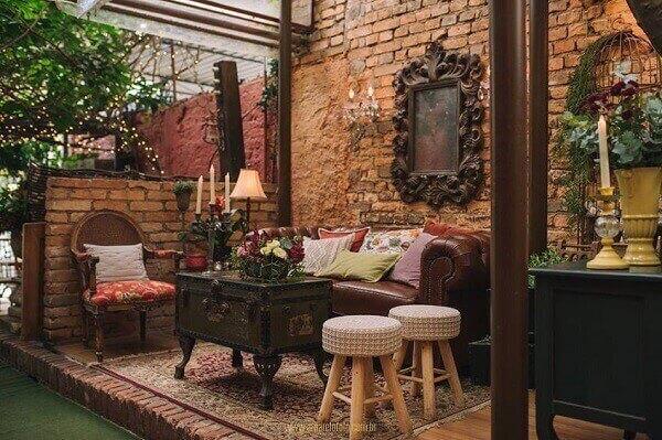 Salão de festa com decoração vintage casamento