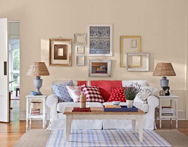Sala com decoração vintage com destaque para o sofá