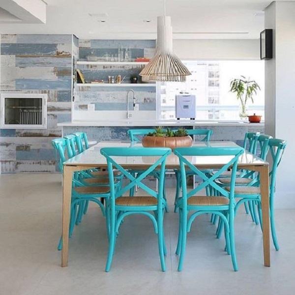 Sala de jantar integrada com a churrasqueira