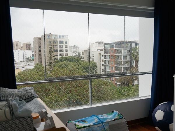 Tela de proteção em janela de sala