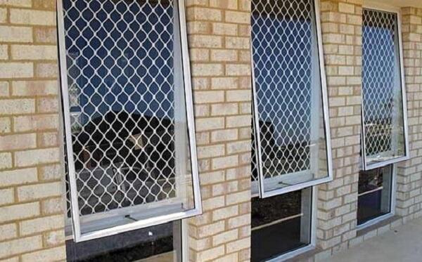 Tela de proteção foi instalada nas janelas