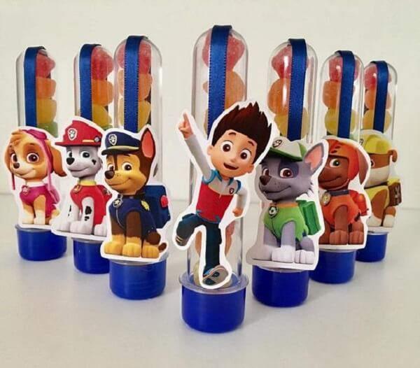 Tubetes com doces para a festa patrulha canina