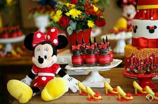 Use ursinhos de pelúcia para complementar a decoração da festa