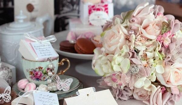 Utilize louças antigas para compor a decoração vintage casamento