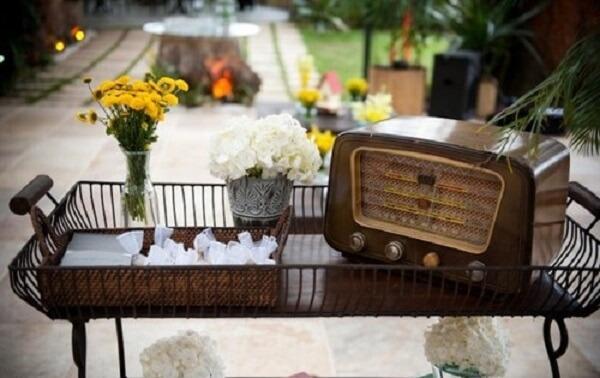 Utilize móveis antigos para compor a decoração vintage