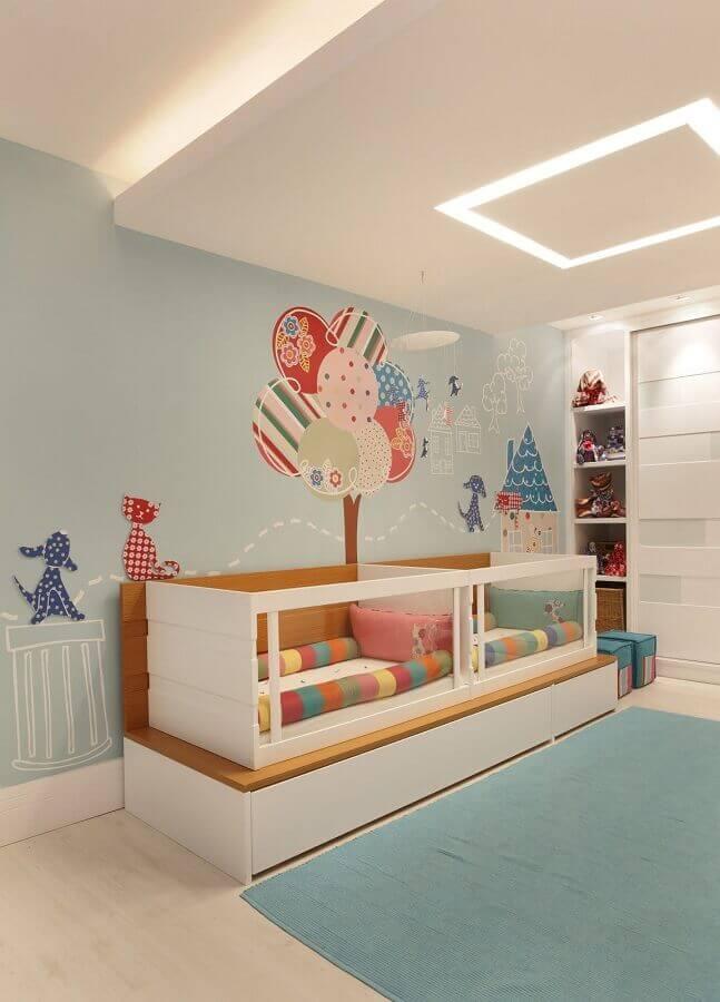 adesivo infantil de parede para decoração de quarto de bebê gêmeos planejado Foto Elizabeth Bright