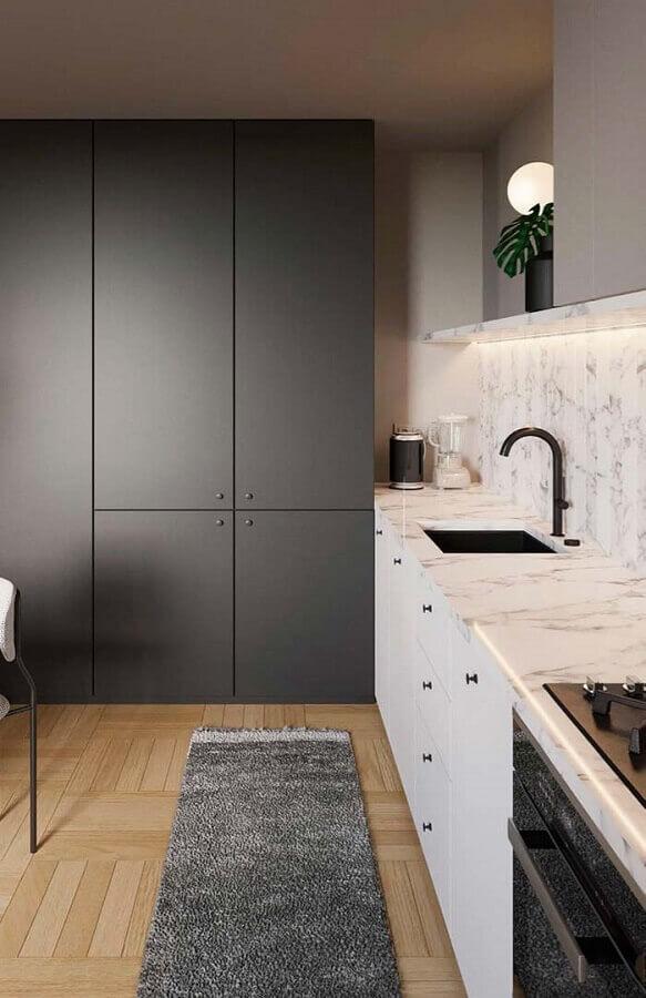 armário de cozinha preto e branco com bancada de mármore Foto Pinterest