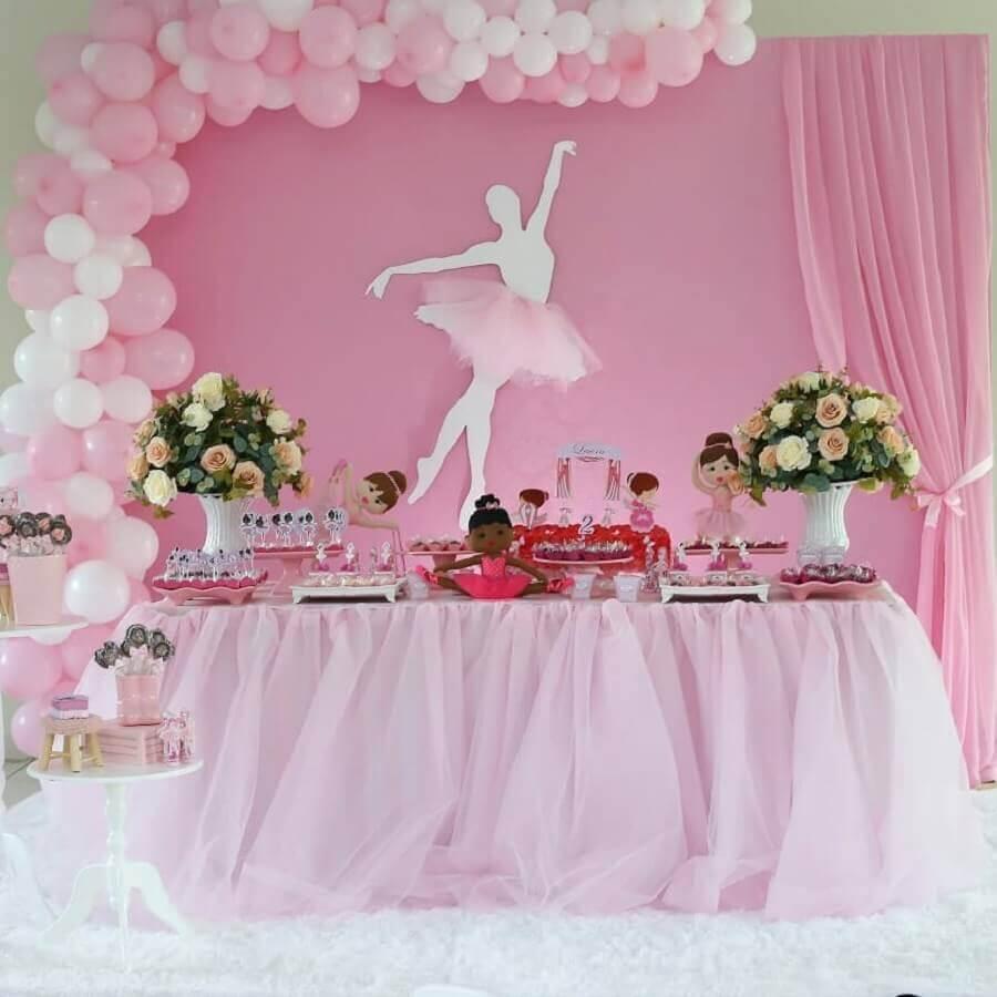 arranjo de balões e flores para decoração de festa infantil bailarina Foto Blume Festas E Decorações