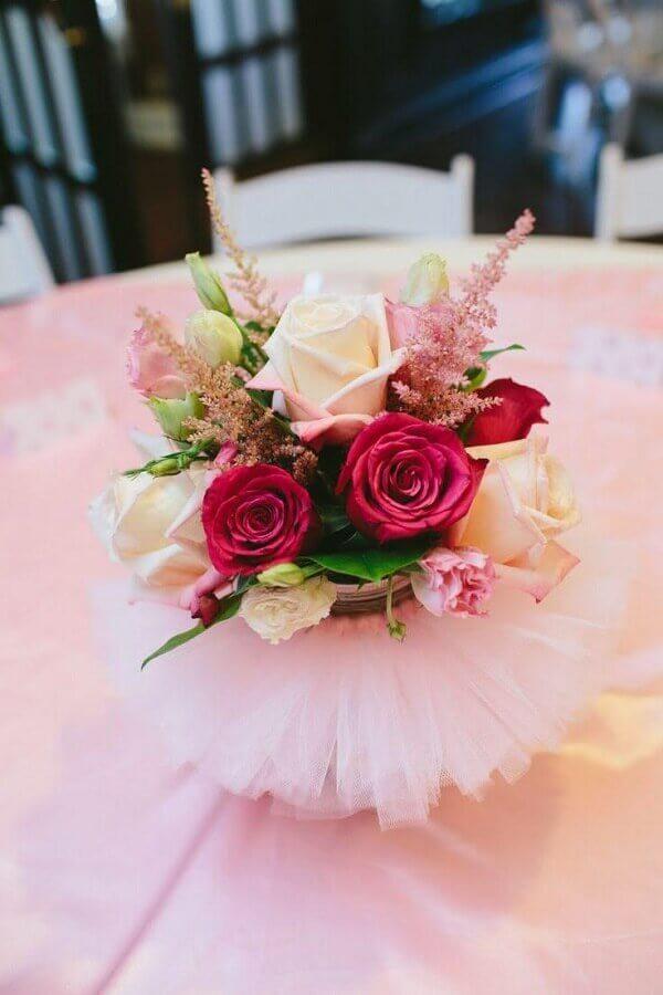 arranjo de rosas para decoração festa bailarina Foto Etsy