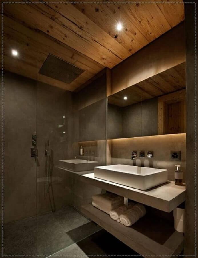 banheiro masculino decorado com cimento queimado e teto de madeira Foto Pinterest