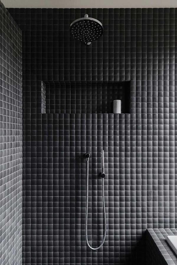 banheiro masculino decorado com revestimento 3d preto Foto Neu dekoration stile