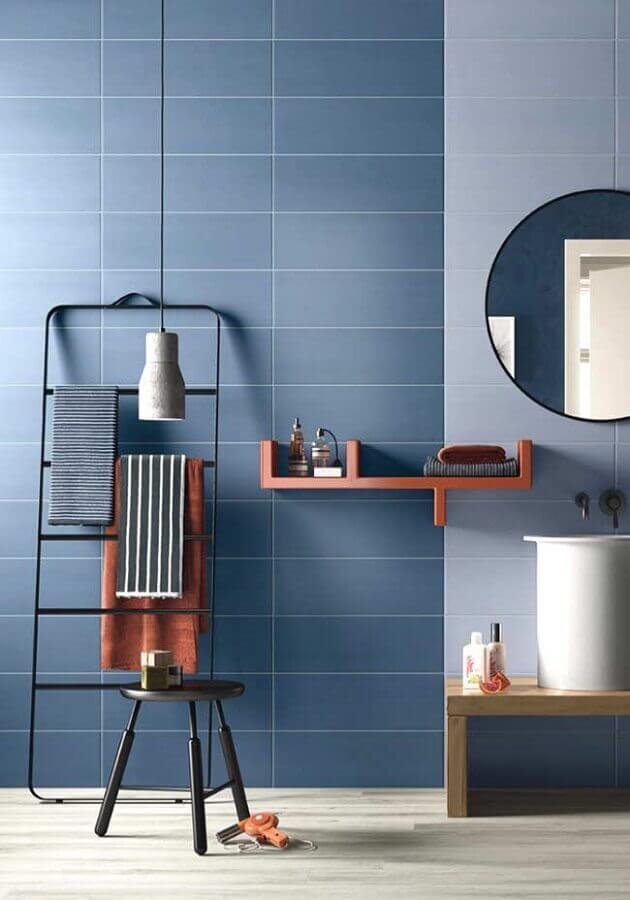 banheiro masculino decorado todo azul Foto Pinosy