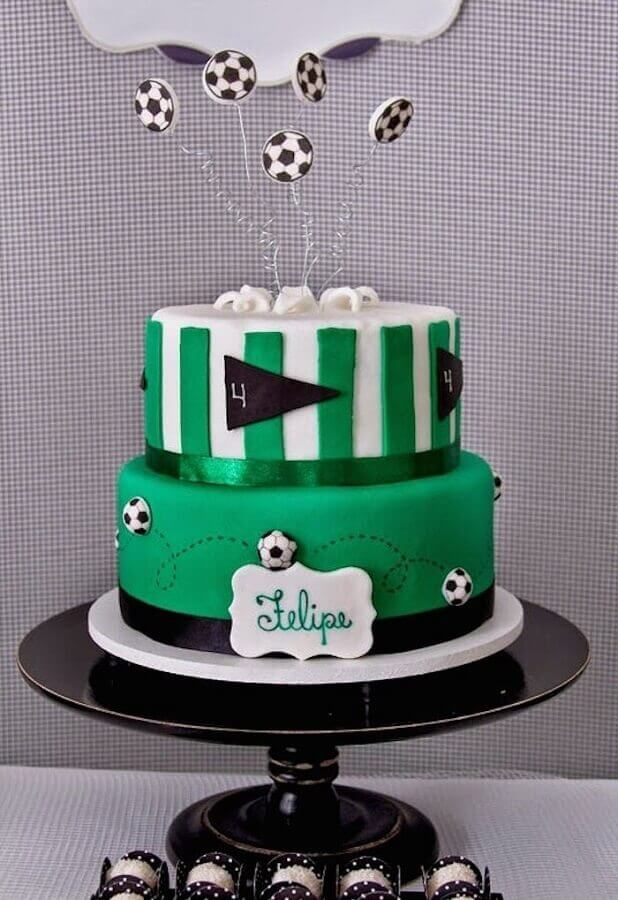 bolo de aniversário decorado com tema futebol  Foto Pinterest