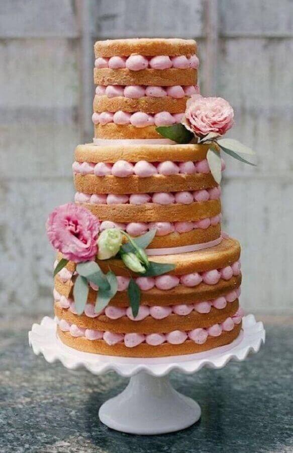 bolo decorado com flores e recheio cor de rosa Foto Pinterest