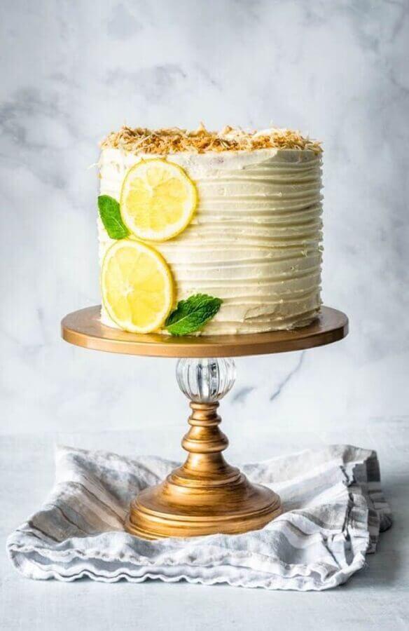 bolo decorado com frutas Foto The Story of a Cake