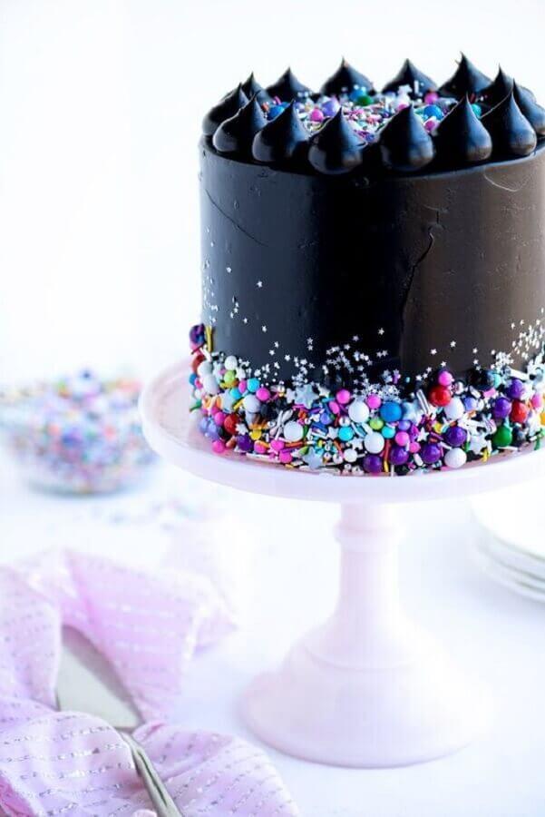 bolo decorado preto com confetes coloridos Foto Air Freshener