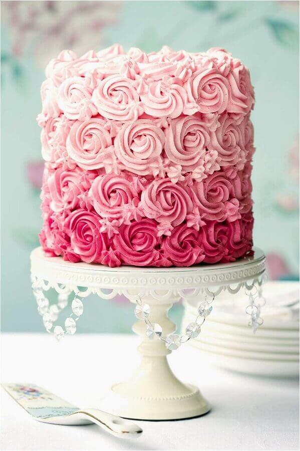 bolos decorados com chantilly cor de rosa Foto Weddbook
