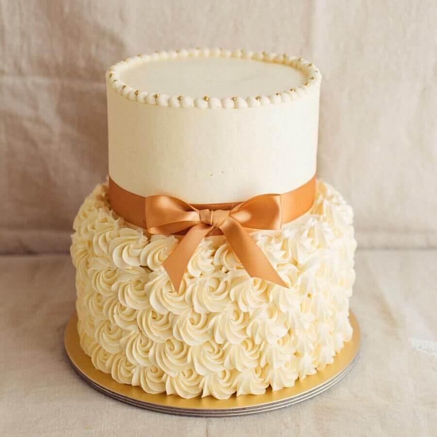 bolos decorados com chantilly e fita de cetim Foto Weddbook