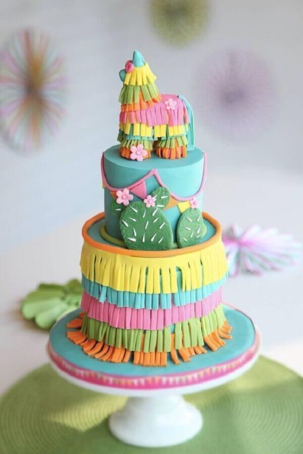 bolos decorados com pasta americana para festa de aniversário infantil Foto Pinosy