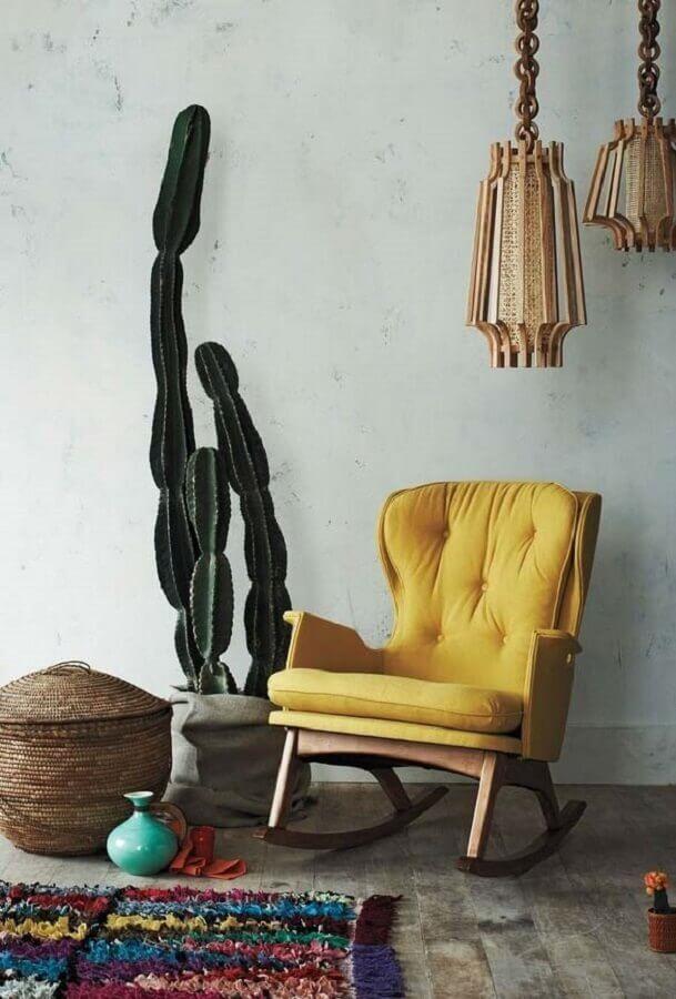 cadeira de balanço amarela de madeira Foto Saatchi Art