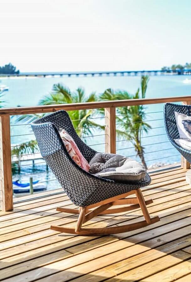 cadeira de balanço para varanda de madeira Foto Neu dekoration stile