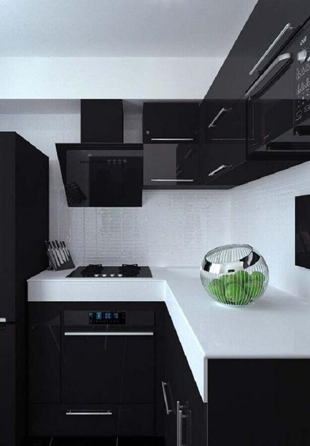cozinha compacta preto e branca decorada com armários com acabamento brilhoso Foto Construção e Design