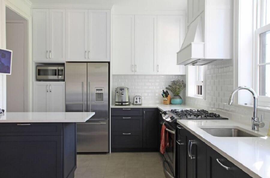 cozinha planejada preta e branca Foto Homedit