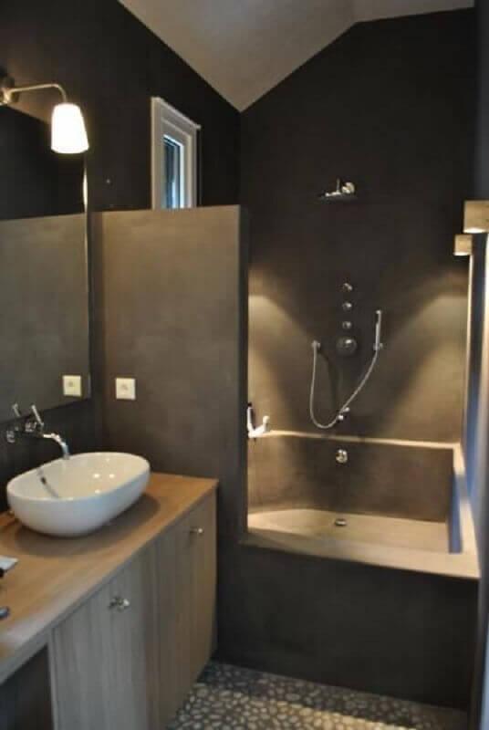 decoração cinza para banheiro masculino pequeno com banheira Foto Wohndesign