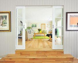 decoração clean com tapete verde e ambiente bem iluminado Foto Pexels