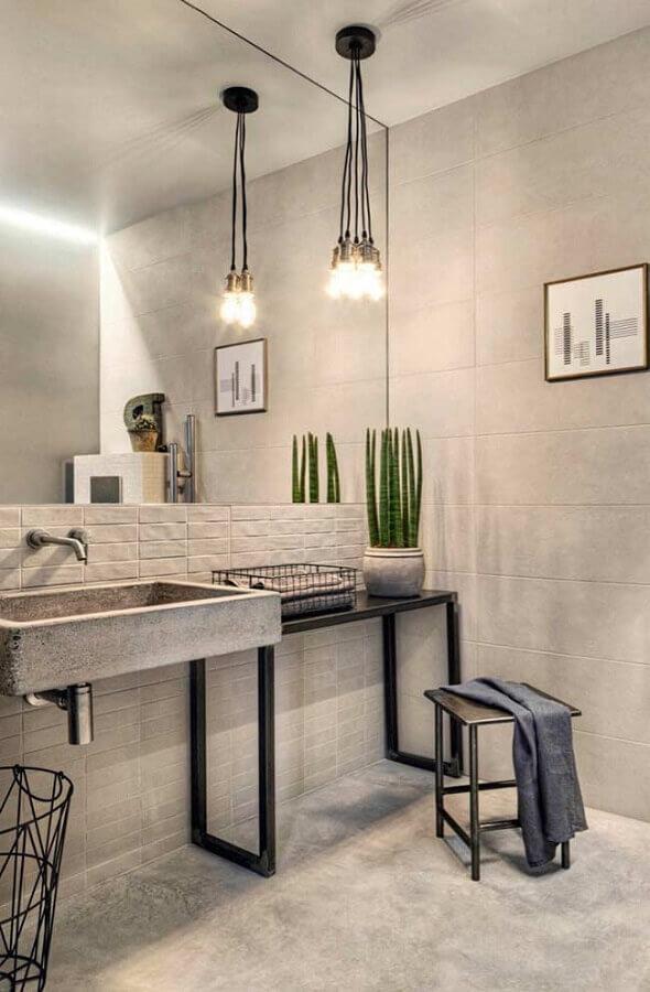 decoração clean para banheiro masculino com parede de tijolinho e luminária minimalista Foto Pinterest