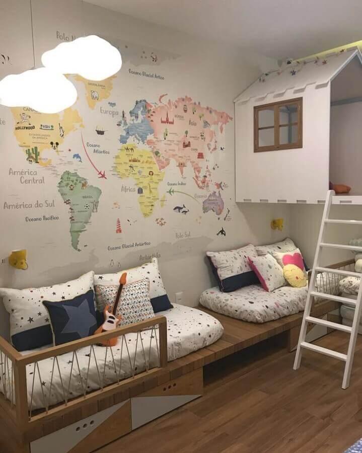 decoração com mapas na parede para quarto de gêmeos com camas planejadas Foto Nina Moraes Design Infantil