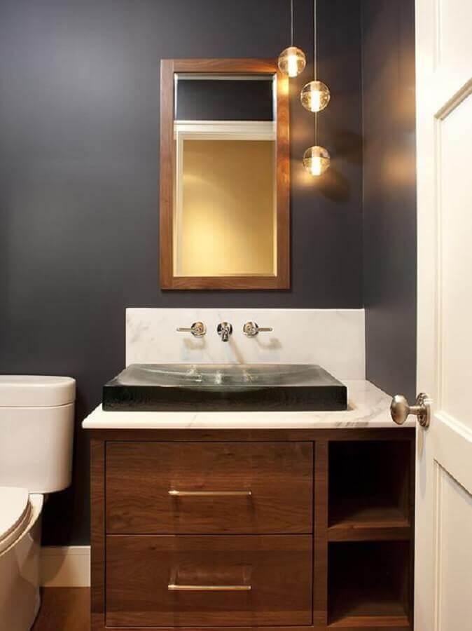 decoração com pendentes minimalistas e espelho para lavabo com moldura de madeira Foto Edmaps Home Decoration